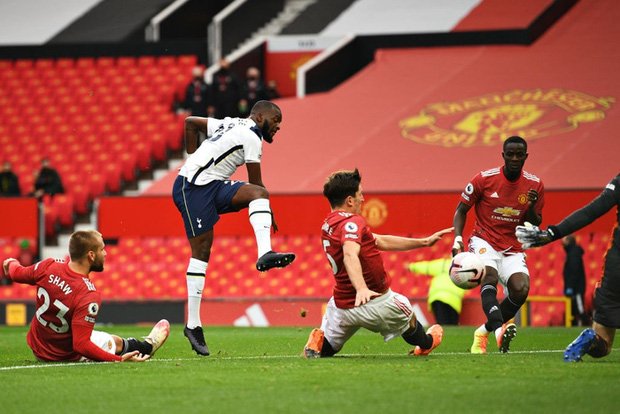 Hàng thủ tấu hài cực mạnh, Manchester United thất bại nhục nhã 1-6 trước Tottenham - Ảnh 2.