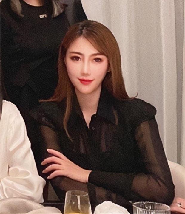 Hội bạn thân mới của Angela Baby gây choáng Cbiz: Toàn thiên kim gia thế khủng, vợ Huỳnh Hiểu Minh chỉ dám đứng nép - Ảnh 3.