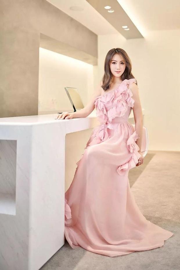 Hội bạn thân mới của Angela Baby gây choáng Cbiz: Toàn thiên kim gia thế khủng, vợ Huỳnh Hiểu Minh chỉ dám đứng nép - Ảnh 5.