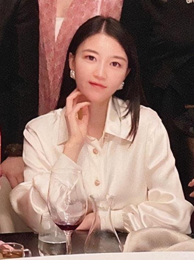 Hội bạn thân mới của Angela Baby gây choáng Cbiz: Toàn thiên kim gia thế khủng, vợ Huỳnh Hiểu Minh chỉ dám đứng nép - Ảnh 7.