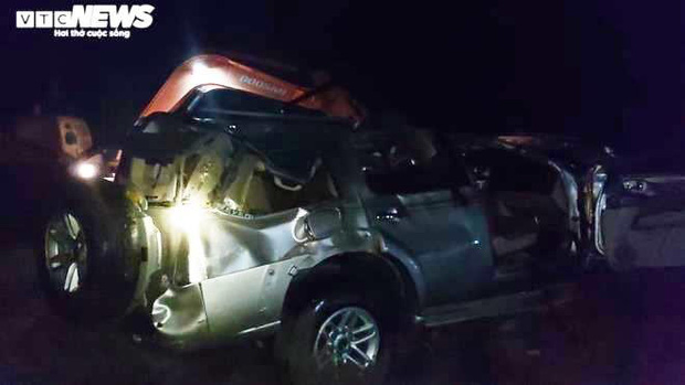 Chùm ảnh: Cận cảnh trục vớt xe ô tô rơi xuống sông trong vụ tai nạn 5 người tử vong ở Nghệ An - Ảnh 10.