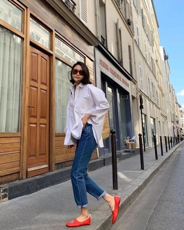 Hãy sắm 1 đôi giày đỏ: Style của bạn sẽ được nâng tầm sang chảnh như gái Pháp - Ảnh 1.