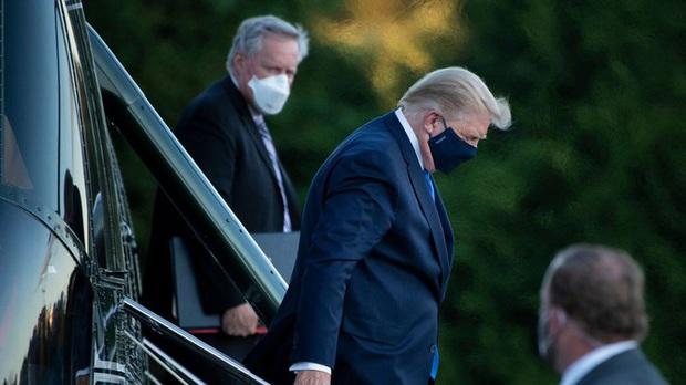 Bác sĩ Nhà Trắng thừa nhận giấu tin Tổng thống Donald Trump phải thở oxy để giữ lạc quan cho dư luận - Ảnh 2.