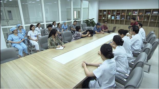 Mẹ chồng quốc dân NSND Lan Hương bị xóm giềng xanh lá vì con dâu ở Lửa Ấm tập 3 - Ảnh 3.