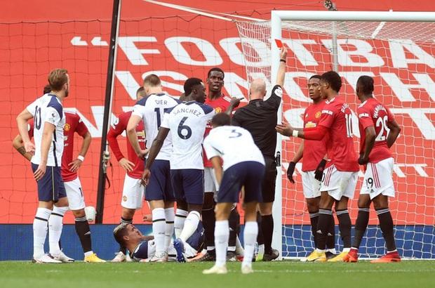 Hàng thủ tấu hài cực mạnh, Manchester United thất bại nhục nhã 1-6 trước Tottenham - Ảnh 3.