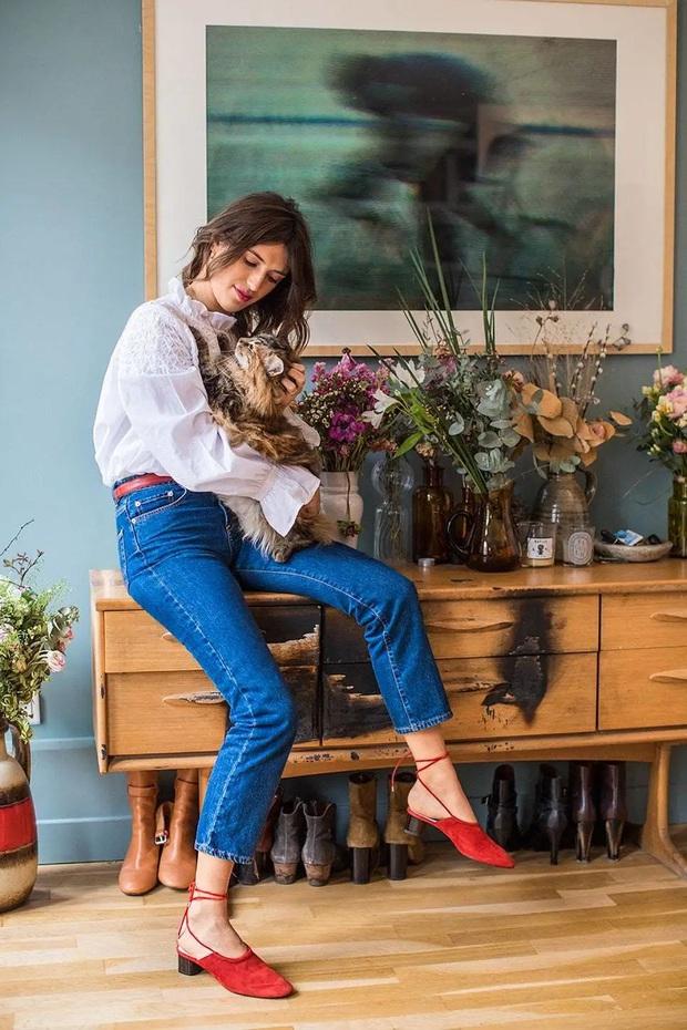 Hãy sắm 1 đôi giày đỏ: Style của bạn sẽ được nâng tầm sang chảnh như gái Pháp - Ảnh 4.