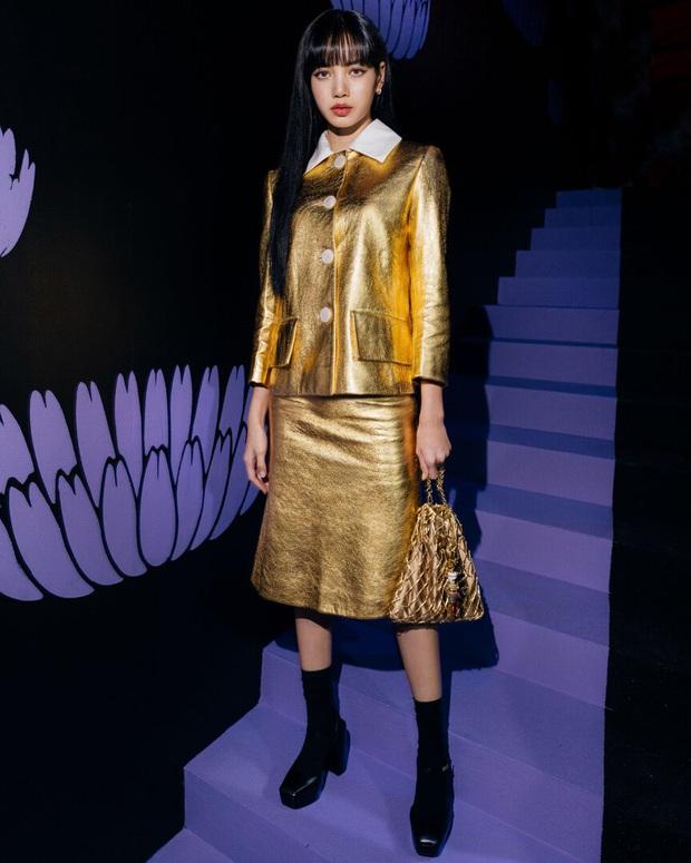 Lisa sở hữu body tỉ lệ vàng nhưng không ít lần lao đao vì váy áo già nua như bà thím, may có visual đỉnh gỡ gạc lại  - Ảnh 5.