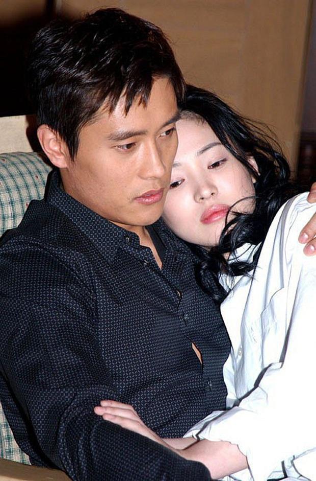 Phim rating kỷ lục giúp cả dàn sao đổi đời: Bae Yong Joon, Choi Ji Woo hóa ông hoàng bà chúa, Song Hye Kyo chưa thị phi bằng Á hậu tù tội - Ảnh 10.