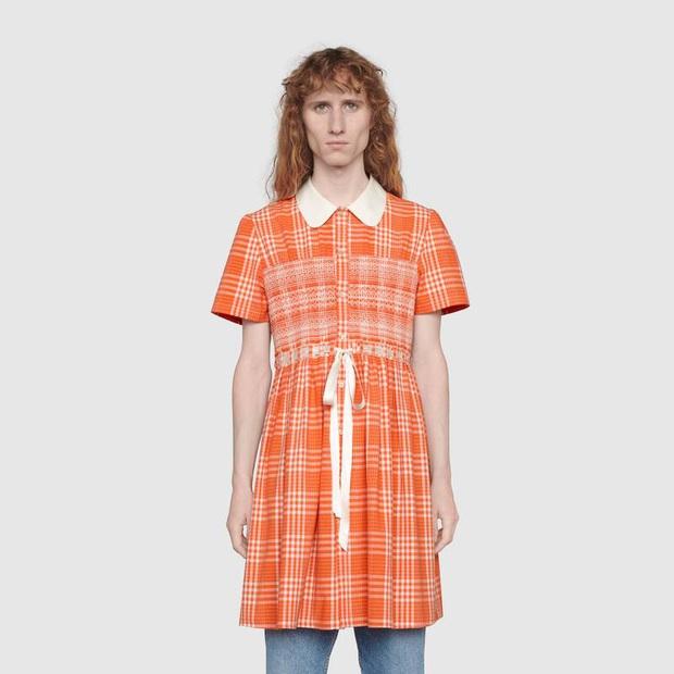 Thiết kế đàn ông mặc váy gây xôn xao thuở nào của Gucci đã lên kệ, và nó có giá 60 triệu VNĐ - Ảnh 2.