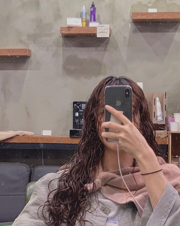 Ai cũng có một thời trẻ dại: Sau n lần tẩy tóc đến xác xơ thì mình nghiệm ra rằng để tóc đen là đẹp nhất - Ảnh 3.