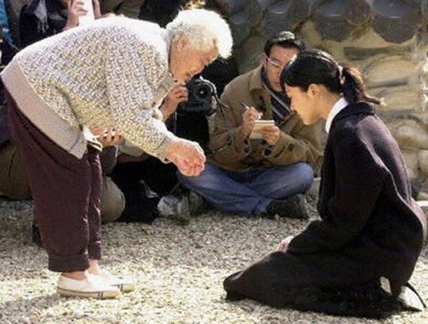 Phim rating kỷ lục giúp cả dàn sao đổi đời: Bae Yong Joon, Choi Ji Woo hóa ông hoàng bà chúa, Song Hye Kyo chưa thị phi bằng Á hậu tù tội - Ảnh 5.
