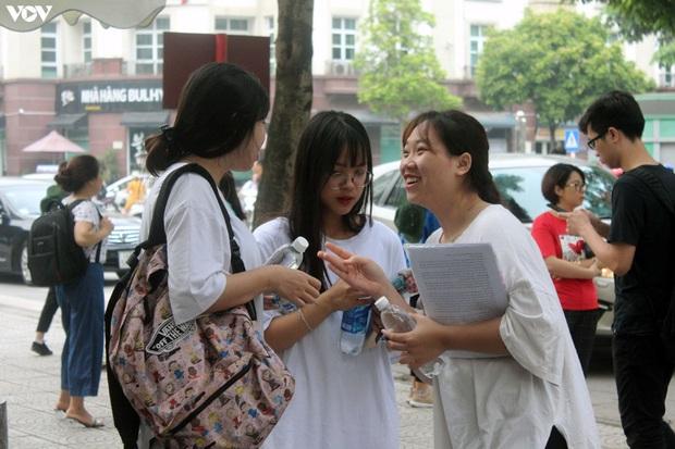 Kết thúc xét tuyển Đại học đợt 1: Điểm chuẩn tăng cao như dự báo - Ảnh 1.