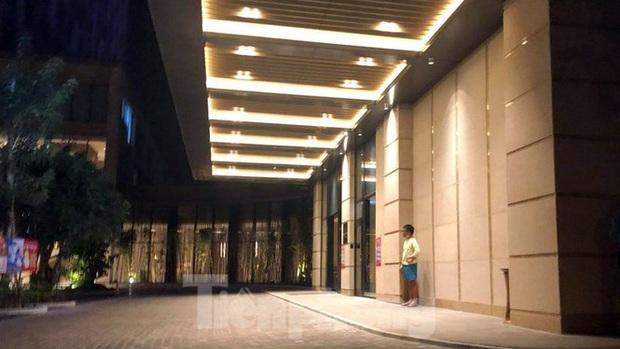 Phong tỏa một tầng khách sạn 5 sao ở Hải Phòng vì ca nghi nhiễm COVID-19 - Ảnh 3.