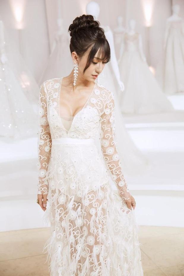 Lynk Lee diện váy trắng duyên dáng như cô dâu, spotlight đổ dồn vào vòng 1 o ép căng đầy hậu chuyển giới - Ảnh 3.