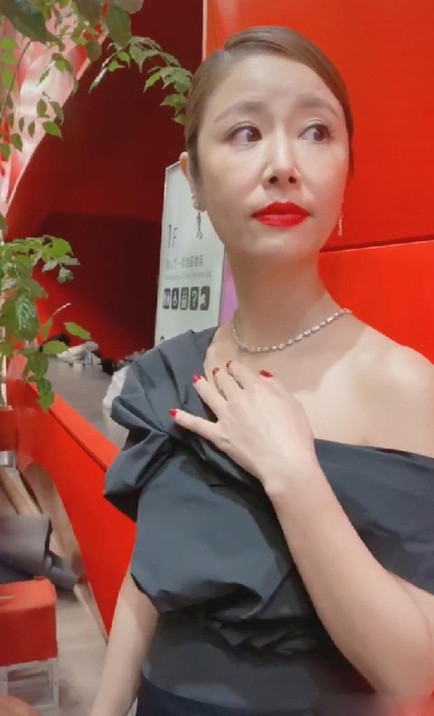 Lâm Tâm Như hiếm hoi khoe ảnh selfie với Hoắc Kiến Hoa, ai dè lộ mặt mộc bóc mẽ cánh mũi sần sùi gây xôn xao - Ảnh 6.