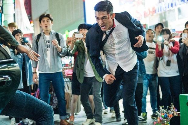 10 lần sao Hàn gặp tai nạn nghiêm trọng ở phim trường: Lee Min Ho bay móng chân vì lao vào bùn, Kim Hae Ae xém bị sóng cuốn mất xác - Ảnh 2.