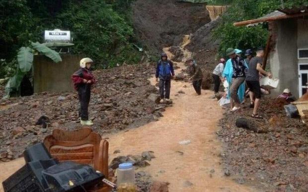 Thêm người chết do mưa bão ở Lào Cai, sẵn sàng sơ tán dân ra khỏi khu vực nguy hiểm - Ảnh 1.