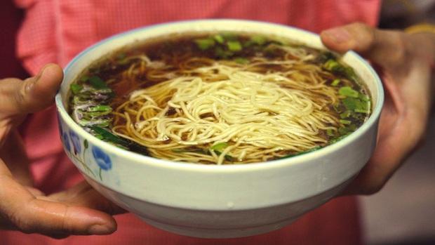 Oa cái miến: Món mì nấu mà luôn phải có 1 thứ lạ kỳ, đến Hoàng đế Càn Long cũng tấm tắc khen ngon - Ảnh 2.