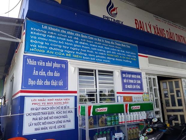 Cận cảnh cây xăng có các slogan độc nhất vô nhị ở An Giang - Ảnh 4.