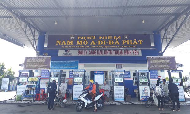 Cận cảnh cây xăng có các slogan độc nhất vô nhị ở An Giang - Ảnh 7.