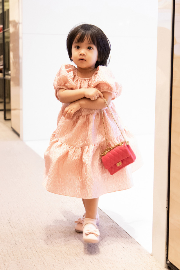 Ngọc Trinh order hàng còn chưa kịp về đã bị Đỗ Mạnh Cường vượt mặt, nguyên set túi Chanel 700 triệu về tay dành tặng con gái nuôi - Ảnh 4.