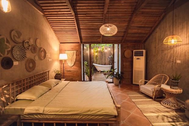 Cải tạo nhà ống cũ thành homestay, ngay Tây Hồ thôi mà cứ ngỡ là resort cao cấp ở Bali - Ảnh 1.