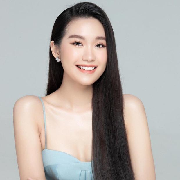Tiểu Vy khoe eo con kiến giữa dàn thí sinh HHVN 2020, màn đọ sắc với bạn gái tin đồn của Đoàn Văn Hậu thành tâm điểm - Ảnh 4.