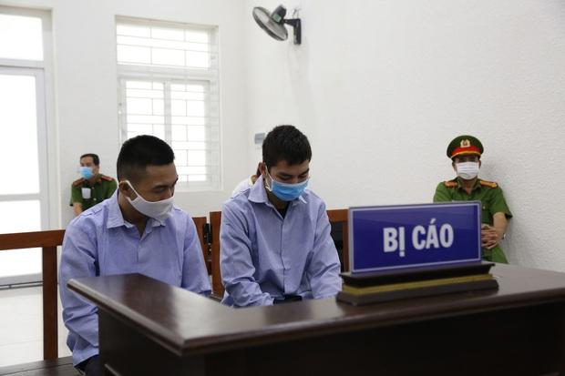 Mẹ thất thần trong phiên xử nam sinh chạy Grab bị sát hại, cướp tài sản ở Hà Nội: Tôi đã không còn nước mắt để khóc nữa rồi - Ảnh 8.
