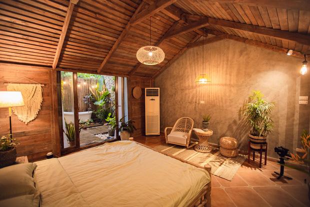 Cải tạo nhà ống cũ thành homestay, ngay Tây Hồ thôi mà cứ ngỡ là resort cao cấp ở Bali - Ảnh 2.