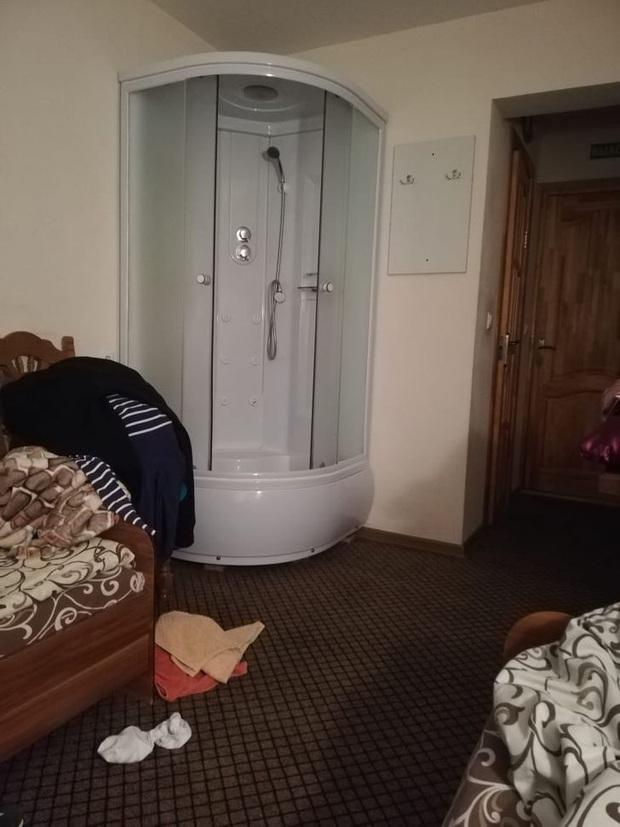 """Những lần du khách """"sốc nặng"""" trước thiết kế quái đản của các khách sạn, đến ở mà chỉ thấy rước bực vào người - Ảnh 11."""