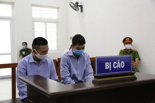 Mẹ thất thần trong phiên xử nam sinh chạy Grab bị sát hại, cướp tài sản ở Hà Nội: Tôi đã không còn nước mắt để khóc nữa rồi - Ảnh 4.