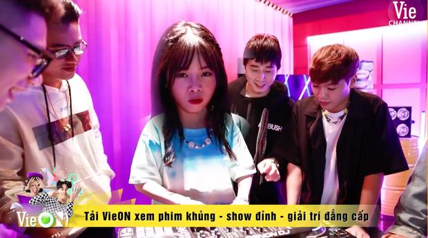Team Karik quậy banh nóc trong hậu trường Rap Việt, đến nỗi làm hỏng bàn mixer của DJ Mie khiến cô nàng quạu to đầu - Ảnh 4.