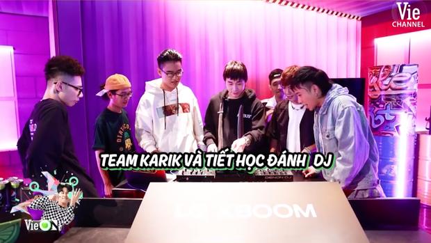 Team Karik quậy banh nóc trong hậu trường Rap Việt, đến nỗi làm hỏng bàn mixer của DJ Mie khiến cô nàng quạu to đầu - Ảnh 1.