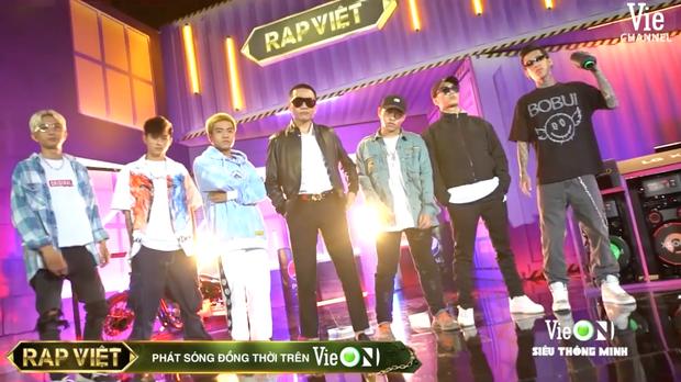 Team Karik quậy banh nóc trong hậu trường Rap Việt, đến nỗi làm hỏng bàn mixer của DJ Mie khiến cô nàng quạu to đầu - Ảnh 8.