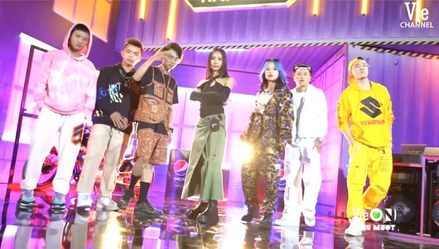 Team Karik quậy banh nóc trong hậu trường Rap Việt, đến nỗi làm hỏng bàn mixer của DJ Mie khiến cô nàng quạu to đầu - Ảnh 9.