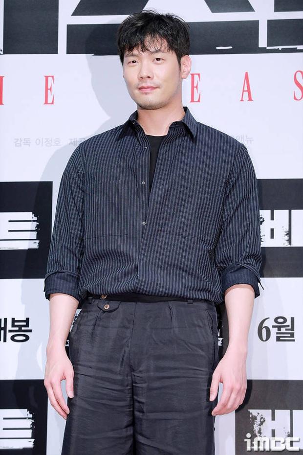 Dàn sao School 2013 sau 7 năm: Kim Woo Bin bỏ lỡ thời hoàng kim để chữa ung thư, Jang Nara trẻ hoài trẻ mãi như ma cà rồng? - Ảnh 19.
