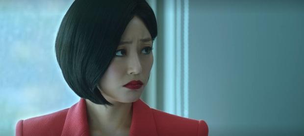 Seo Hyun bị mẹ ruột xô thẳng vào ô tô vì ham hố tiền bảo hiểm ở Private Lives tập 1 - Ảnh 7.