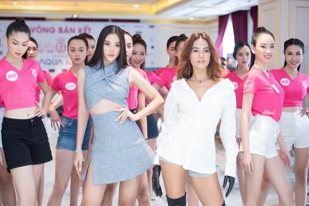 Tiểu Vy khoe eo con kiến giữa dàn thí sinh HHVN 2020, màn đọ sắc với bạn gái tin đồn của Đoàn Văn Hậu thành tâm điểm - Ảnh 8.