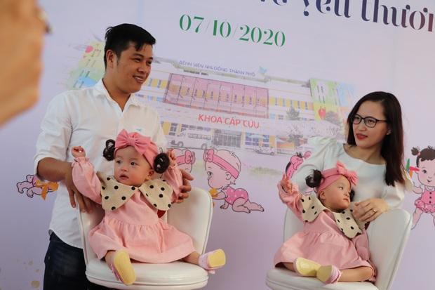 Hơn 2,3 tỷ đồng ủng hộ cặp song sinh, bé Trúc Nhi rất khó để có hậu môn thật - Ảnh 10.