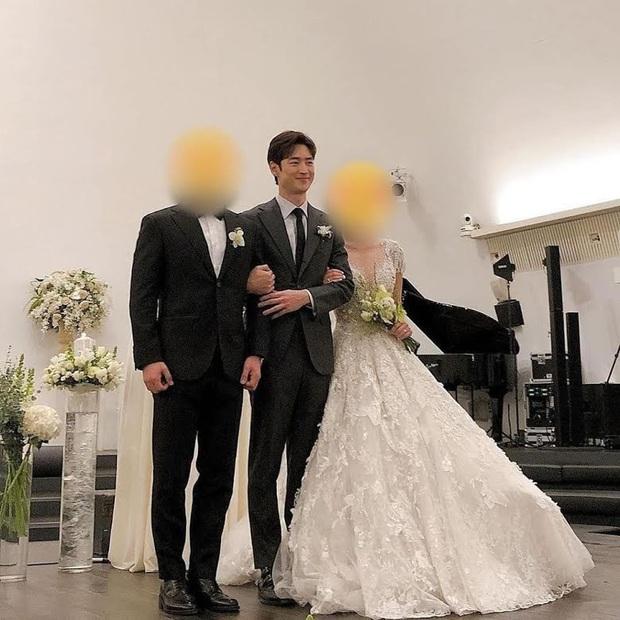 4 sao nam xứ Hàn dự đám cưới mà choán spotlight: Anh cả BTS lên top trend thế giới, Hyun Bin lộ nhan sắc thật gây choáng - Ảnh 8.