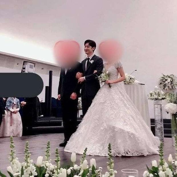 4 sao nam xứ Hàn dự đám cưới mà choán spotlight: Anh cả BTS lên top trend thế giới, Hyun Bin lộ nhan sắc thật gây choáng - Ảnh 9.