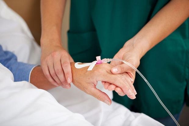 2 mẹ con lần lượt mắc ung thư vòm họng, nhiều người sẽ giật mình khi thủ phạm gây bệnh chính là món ăn quen thuộc này - Ảnh 1.