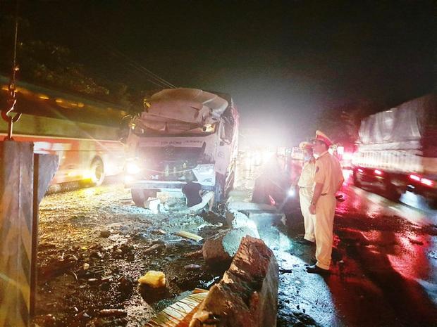 CLIP: Tai nạn kinh hoàng, 1 người chết, 19 người bị thương  - Ảnh 1.