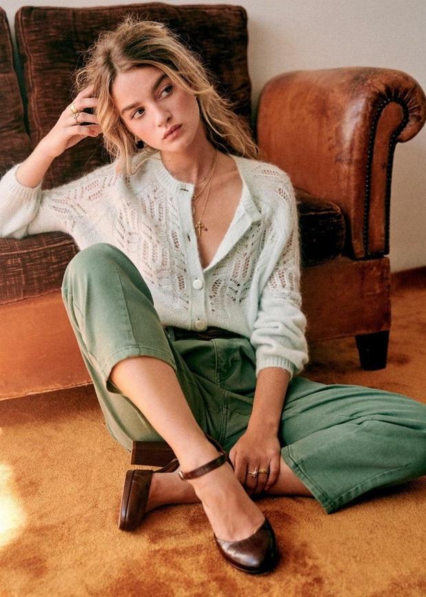 Để đẹp như gái Pháp, nàng công sở Việt hãy học theo 5 cách diện áo len mỏng đẹp đủ mọi đường - Ảnh 1.
