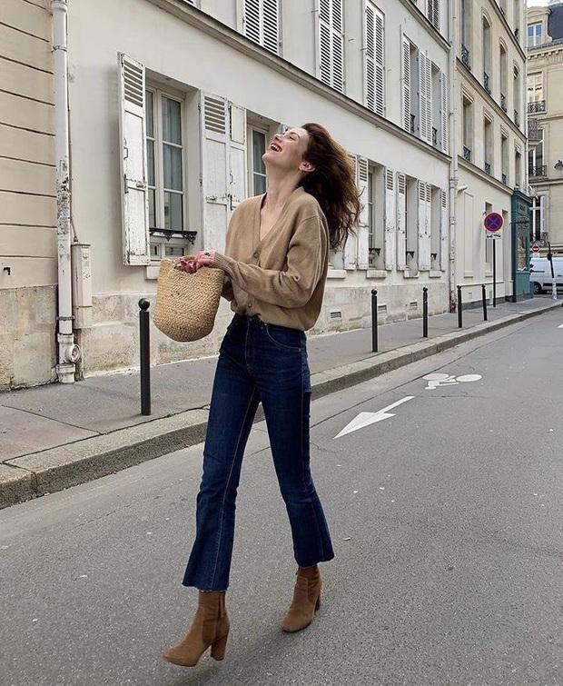 Để đẹp như gái Pháp, nàng công sở Việt hãy học theo 5 cách diện áo len mỏng đẹp đủ mọi đường - Ảnh 12.