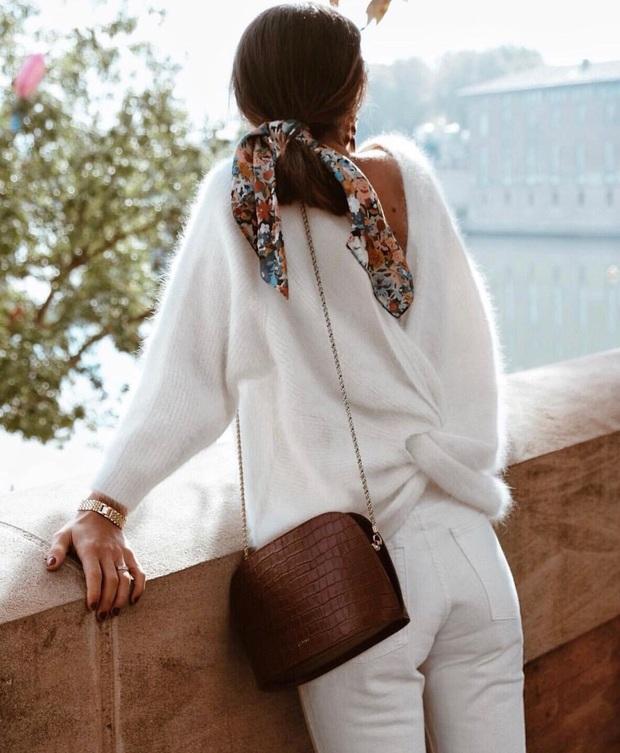 Để đẹp như gái Pháp, nàng công sở Việt hãy học theo 5 cách diện áo len mỏng đẹp đủ mọi đường - Ảnh 4.