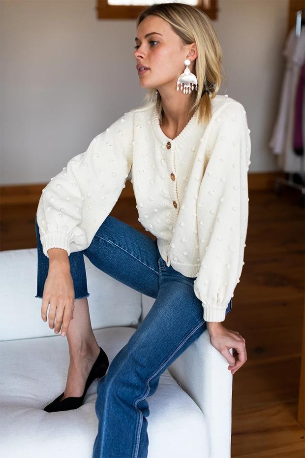 Để đẹp như gái Pháp, nàng công sở Việt hãy học theo 5 cách diện áo len mỏng đẹp đủ mọi đường - Ảnh 6.