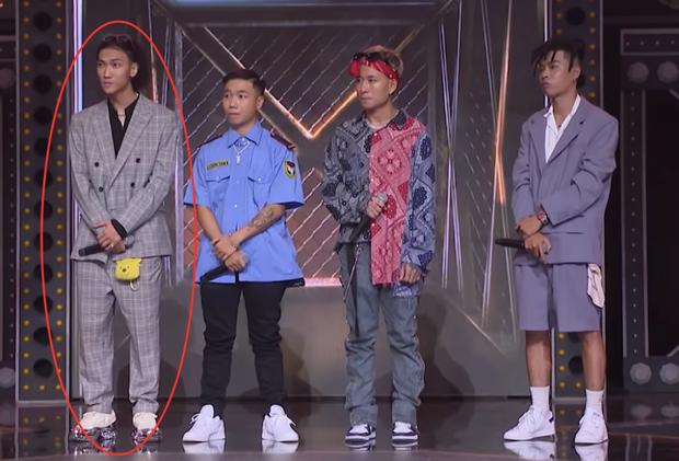 Điểm trùng hợp giật mình tại Rap Việt: cứ đứng rìa trái là mặc định thắng trận giải cứu? - Ảnh 4.