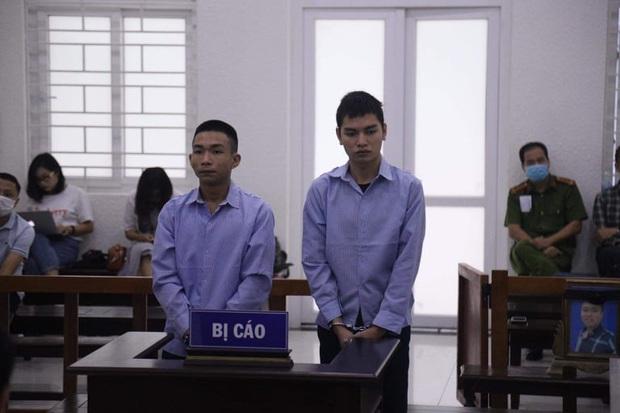 Mẹ thất thần trong phiên xử nam sinh chạy Grab bị sát hại, cướp tài sản ở Hà Nội: Tôi đã không còn nước mắt để khóc nữa rồi - Ảnh 1.
