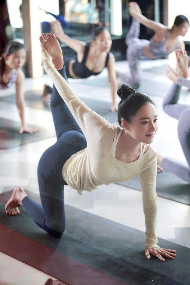 Sáng ra Nhã Phương đã gây sốt với ảnh đi tập yoga: Nhan sắc mẹ bỉm khi ít son phấn, body ra sao mà chị em trầm trồ? - Ảnh 4.